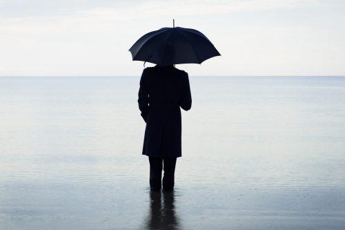 ID 2152 – L'homme au parapluie