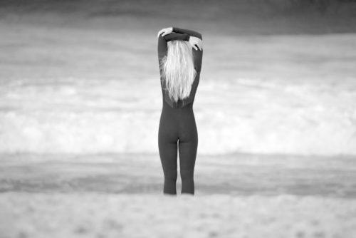 ID D17 2246 – Surfer girl