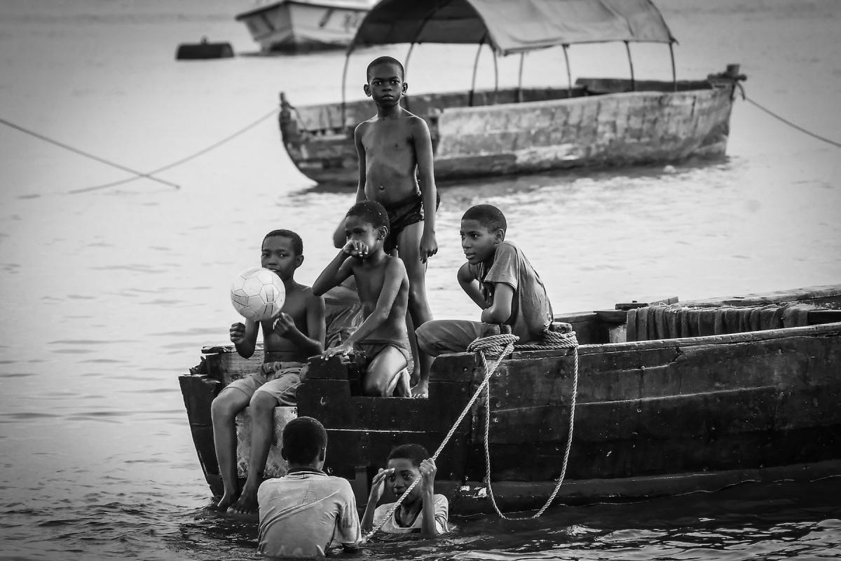 Virginie Cressot ID D17 2390 – Zanzibar- jeux d'enfants
